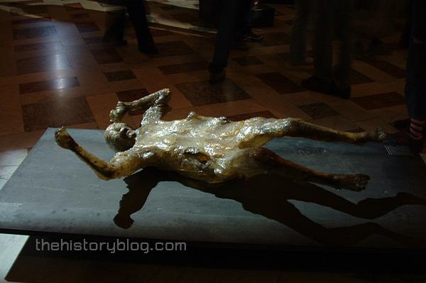 Resin-cast-of-Pompeii-victim.jpg
